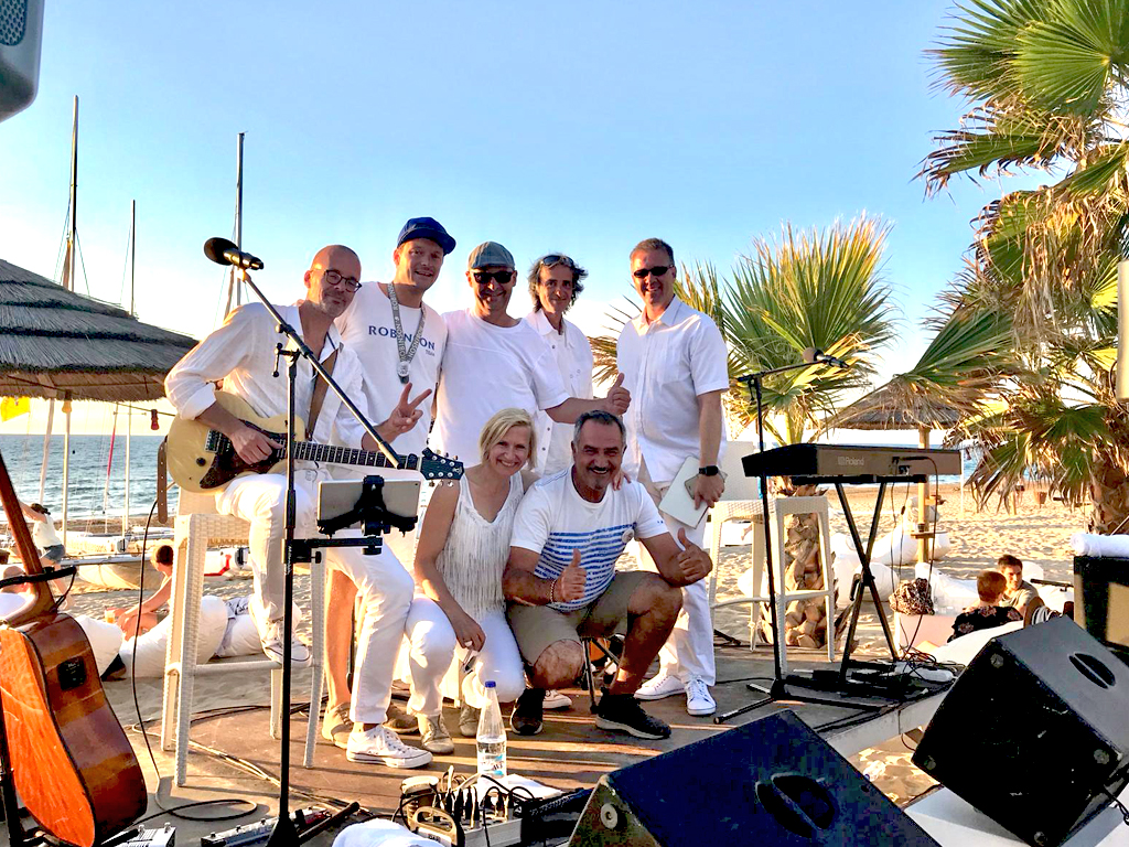 Markus Frieauff With Band And His BelAir In The Mediterranean