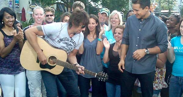 Richie Sambora on the TV show EXTRA with one of the Voyage-Air guitars he will personally give to some Marines at Camp Pendleton Marine Base on Friday, August 19th.